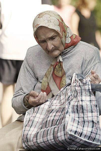 Что бы все старые и бедные люди стали счастливы ( что бы у них были  деньги,   квартиры, еда и любившие их родственники)