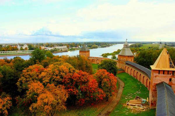 Посетить Великий Новгород