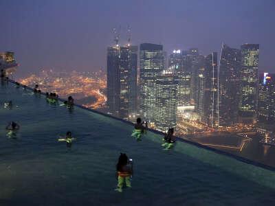 Бассейн на крыше отеля Сингапур