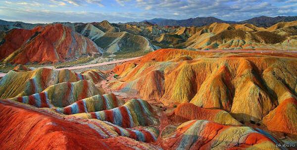 Увидеть цветные скалы Чжанъе Данксиа, Китай
