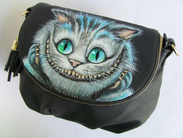 Хочу кожаную сумочку с изображением чеширского кота)))))))