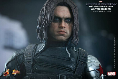 Hot Toys Captain America Winter Soldier Sixth Scale Figure MMS241 NEW