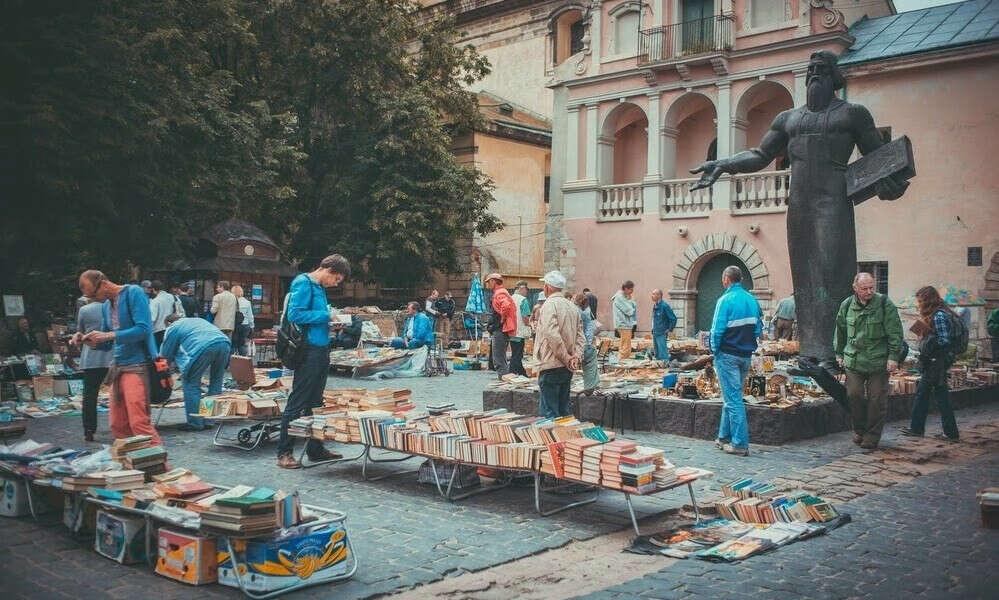 Побывать на Блошином книжном рынке
