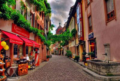 Мм..Италия..хочу побродить по узким улочкам этой чудесной,манящей своей историей и пейзажами стране