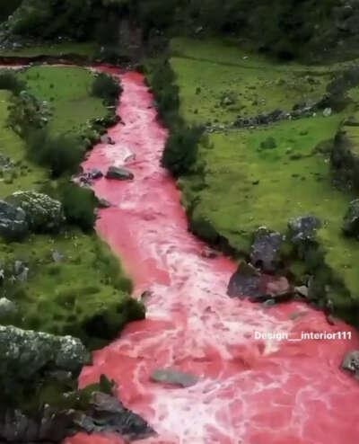 Посетить Красную реку в долине Куско в Перу