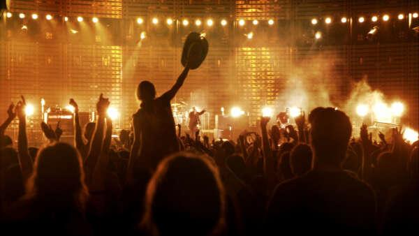 Ходить на масштабные концерты иностранных исполнителей