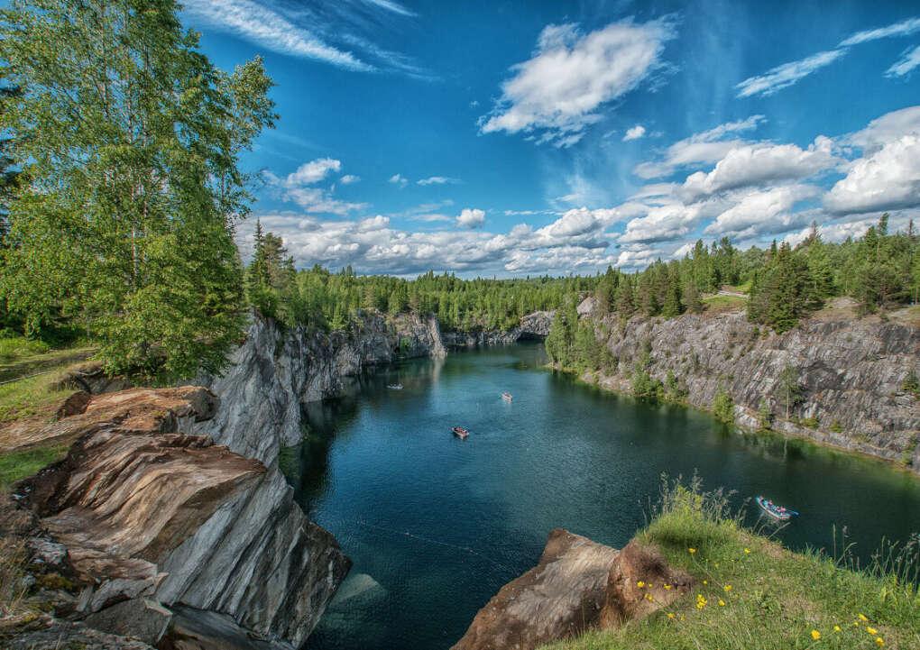Поехать в Рускеала (горный парк в Карелии)