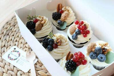 Набор капкейков шоколадных с фруктами