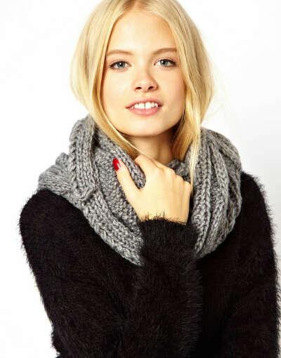 Шерстяной шарф-хомут крупной вязки