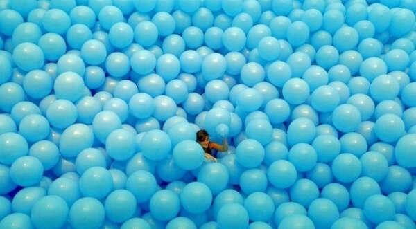 Комнату полную воздушных шаров