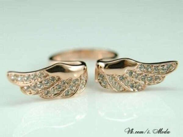 Хочу кольцо с крылышками!!!)))))