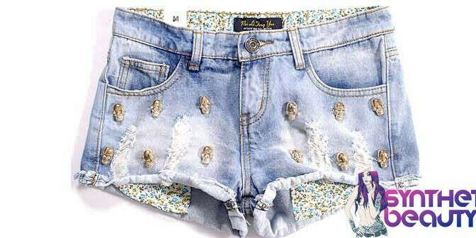 Шорты джинсовые с заклёпками-черепами