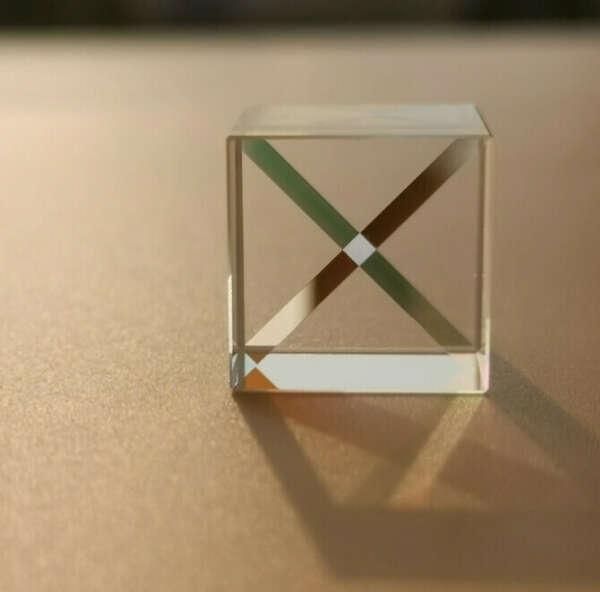 Кубическая оптическая призма