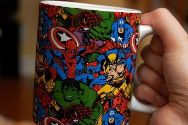 Чашку с супергероями и adventure time