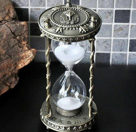 Большие винтажные песочные часы