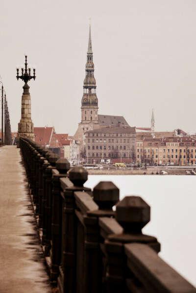 Поехать в Латвию
