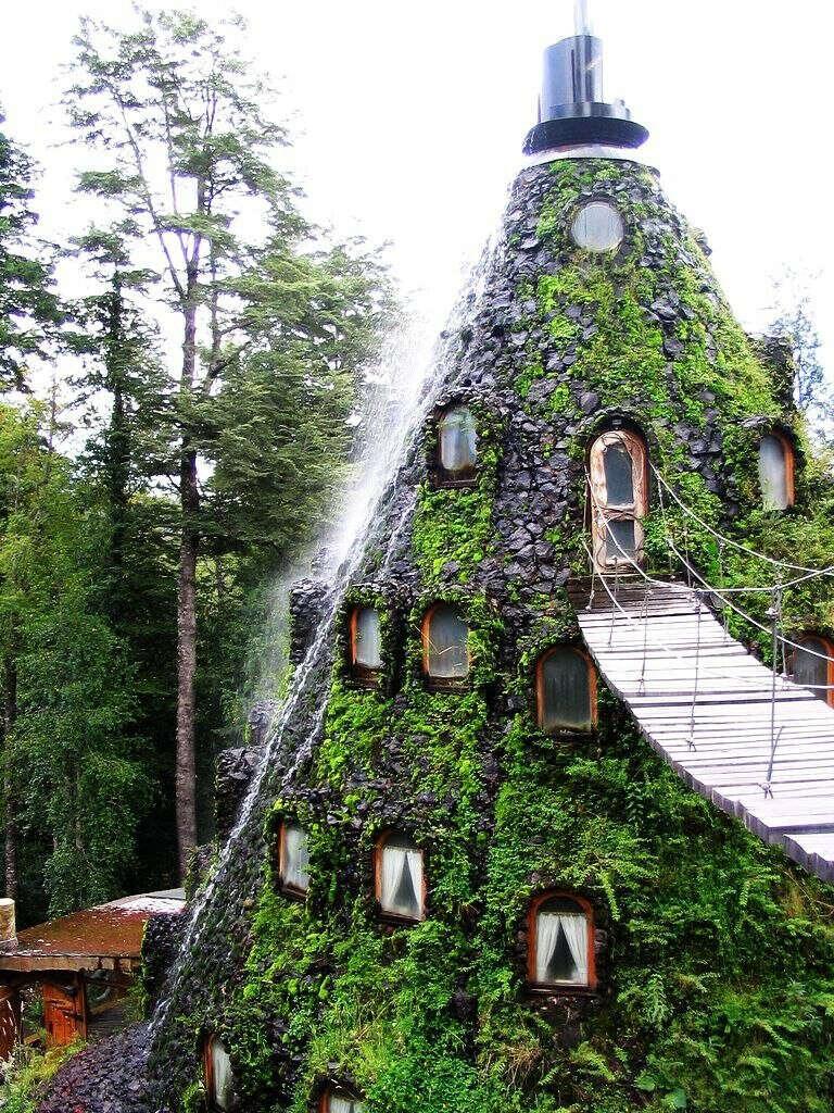 Посетить отель «La Montana Magica Lodge» в чилийском природном заповеднике Уило-Уило.