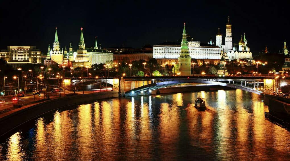 Побывать в Москве *-*