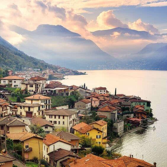 Погулять у озера Комо, Италия