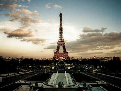 Побывать в Париже.