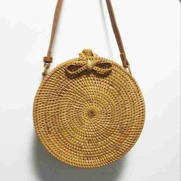 Круглая плетеная сумка