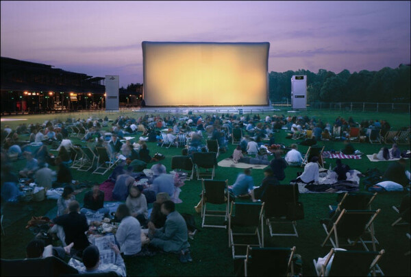 Кинотеатр под открытым небом.