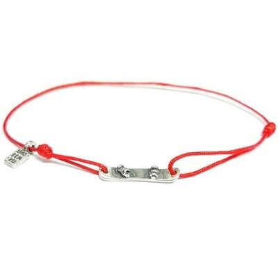 Браслет Сноуборд на красной нити из серебра 925, купить веревочный браслет с серебряным сноубордом по доступной цене с доставкой по Москве и России, стоимость подвески со сноубордом