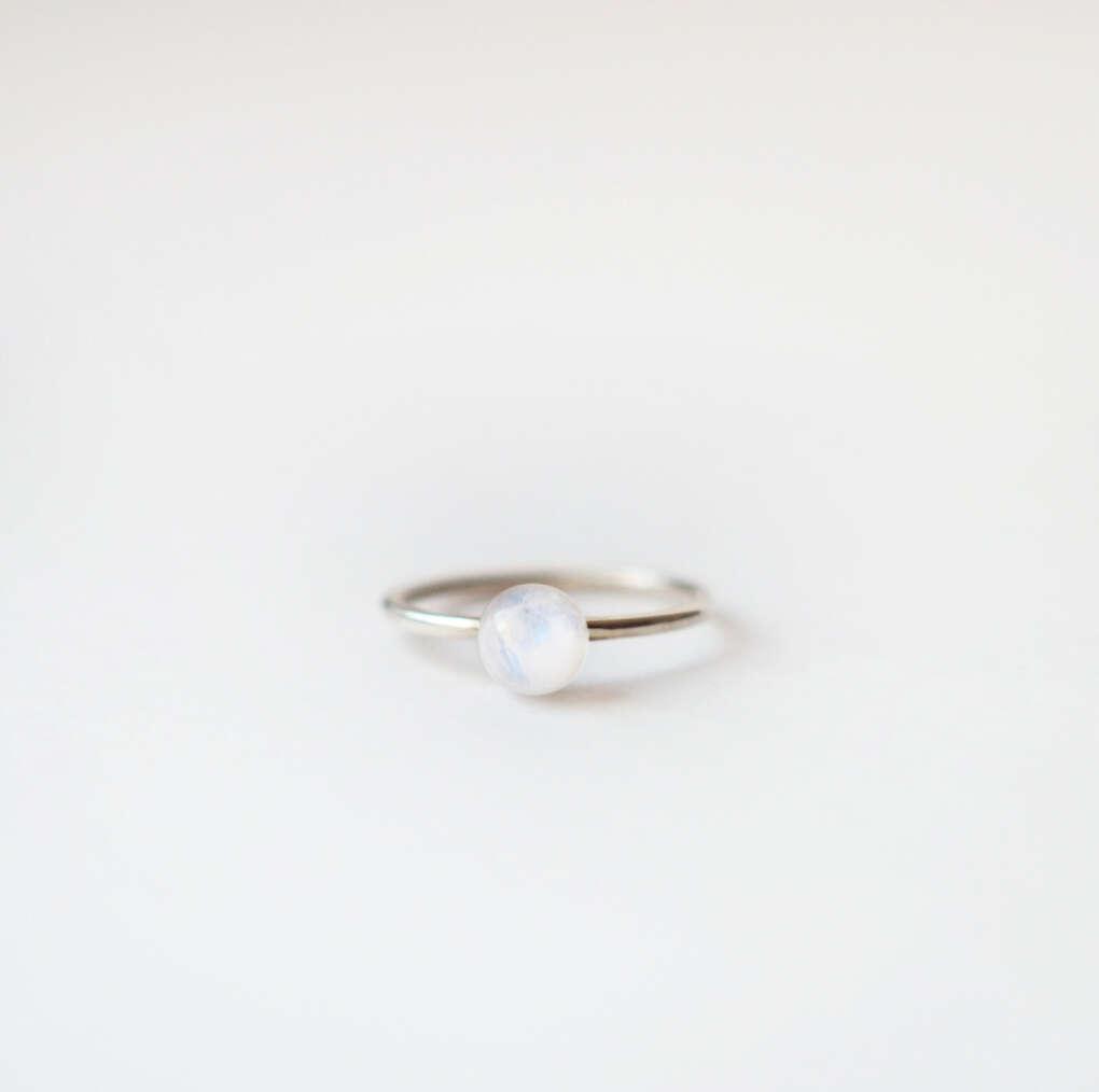 Кольцо с лунным камнем, серебро 925 пробы