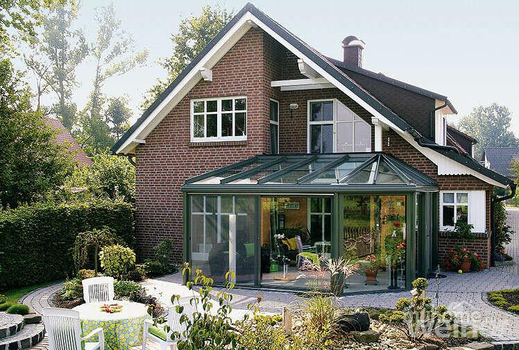 Затишний будинок зі скляною террасою!