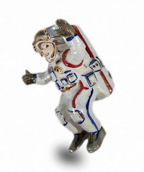 """Елочная игрушка """"Космонавт в открытом космосе"""""""