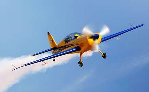 Пилотировать маленький самолет