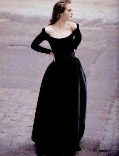 Бархатное длинное платье