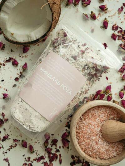 Соль для ванны морская, натуральная с цветками роз и миндалем, 400гр.