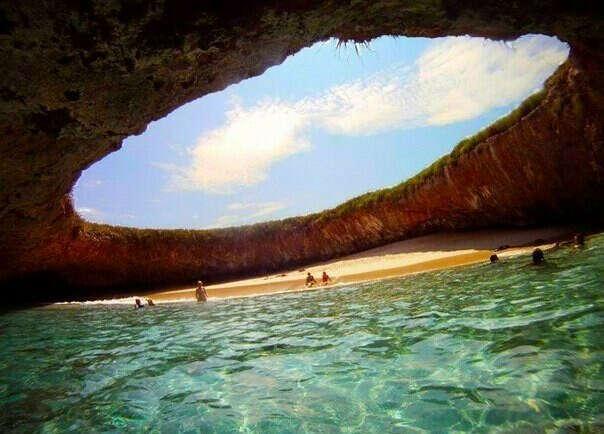 Побывать на скрытом пляже  на островах Мариета в Пуэрто-Вальярта, Мексика