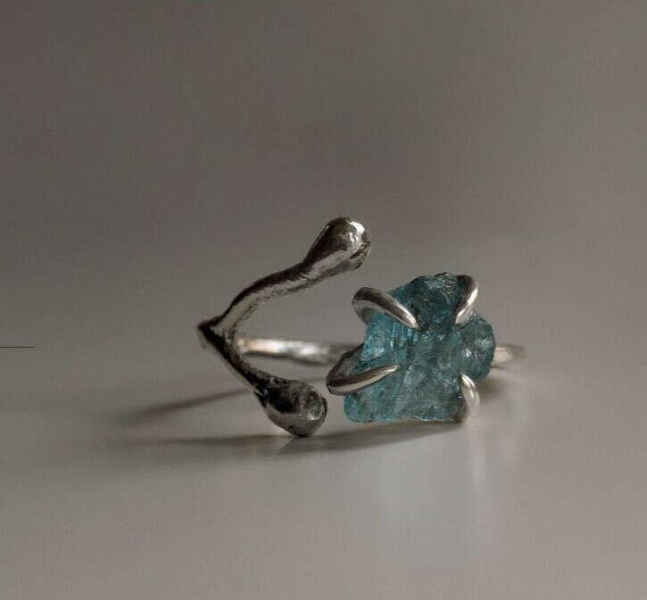 кольцо(камень-синий апатит)