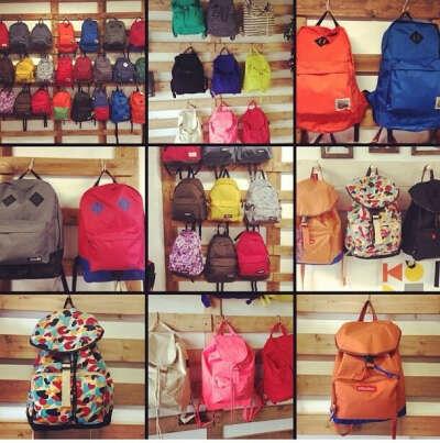 Много рюкзаков