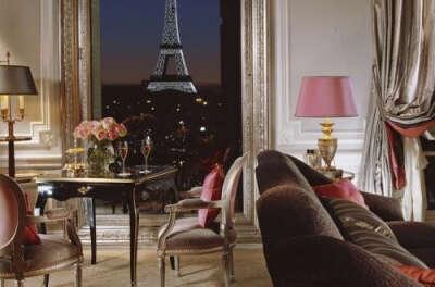 Прожить неделю в Париже в отеле Плаза
