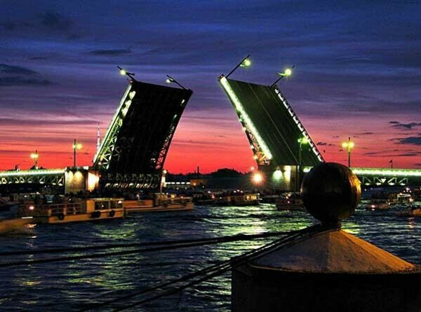 Увидеть белые ночи и разводные мосты в Питере