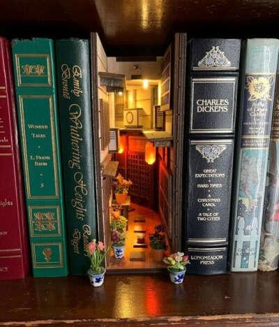 Фонарик-улочка на книжную полку
