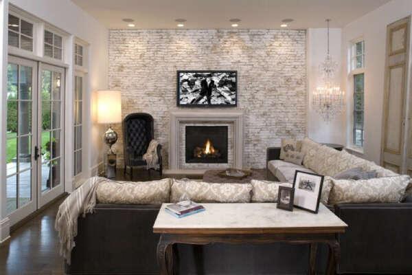 Ремонт в гостинной с камином