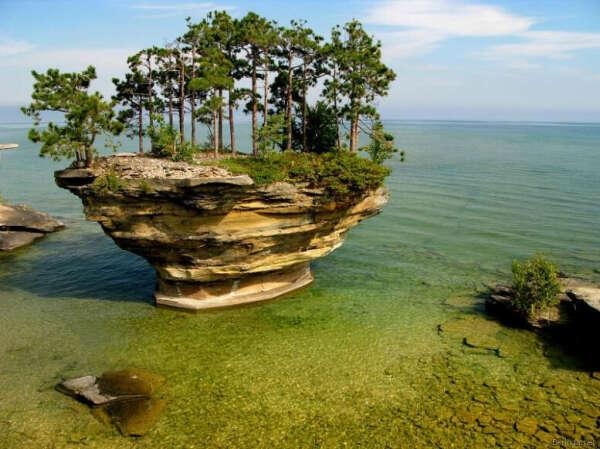 Остров на озере Гуран