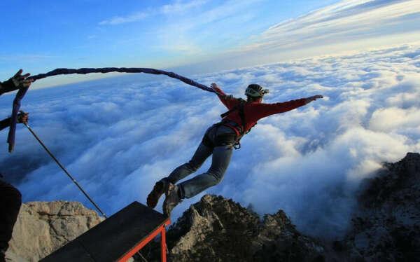 прыгнуть с веревкой