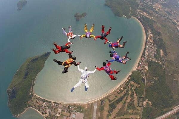 Хочу прыгнуть с парашютом вместе с мужем в Абу-Даби