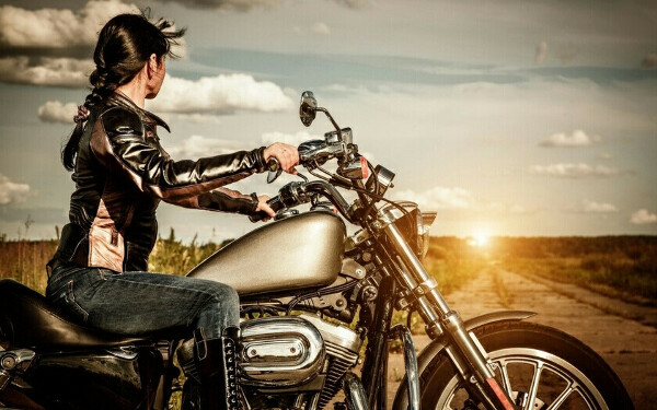 Покататься на мотоцикле или мопеде от души