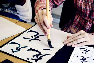 Пойти на занятия по каллиграфии