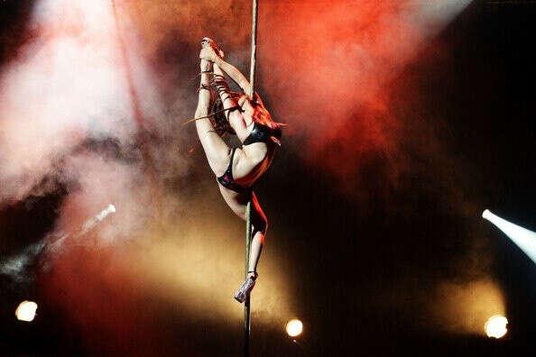 learn to  pole dance
