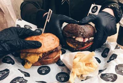Сходить в BlackStar Burger