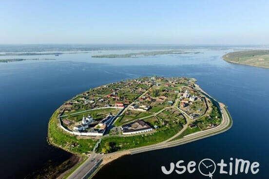 в Остров-град Свияжск