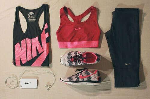 Спортивную одежду