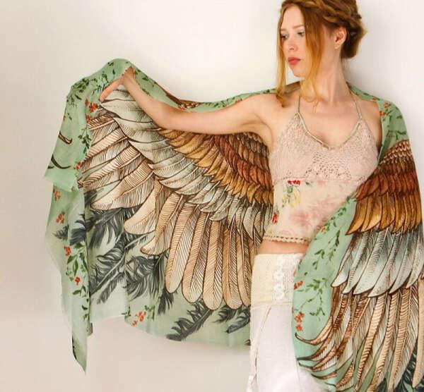 Палантин с крыльями от Shovava
